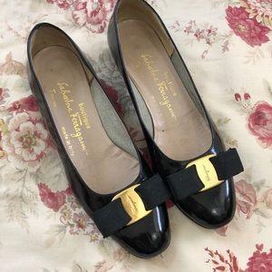 Vintage SALVATORE FERRAGAMO black leather heels 6